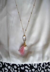 Ασημένια 925ο επίχρυση αλυσίδα με χαλαζία, καρδιά από φίλντισι και φουντίτσα. Μήκος αλυσίδας: 62 εκ. Τιμή: 19€ Κωδικός: 10025/1